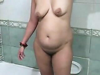 Look at Chubby Indian Mother Washing Her Body amateur