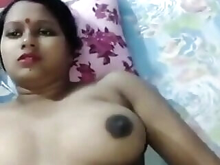 Look at Train me mili bhabhi ne pati ke jane par call karke bulaya creampie